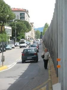 11. Via Buonsignori, a piedi in mezzo al traffico, 2
