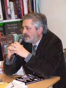 Firenze, 19 gennaio 2005, Libreria Martelli - Ivan Cicconi alla presentazione del suo libro Le grandi opere del Cavaliere