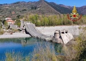 rete-stradale-italiana-ponte-sul-fiume-magra-2020-albiano-toscana