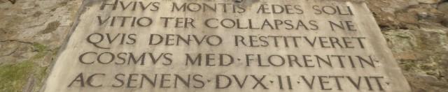 Dopo tre crolli, vietato ricostruire - La targa dell'editto di Cosimo I del 1565 in via de' Bardi