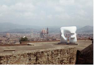 Henry Moore, Scultura sui bastioni del Forte Belvedere, 1972