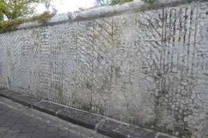 I muri graffiti della romantica Via San Leonardo