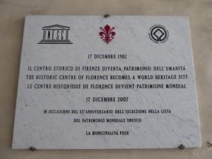 La targa che in Palazzo Vecchio celebra il Centro storico UNESCO